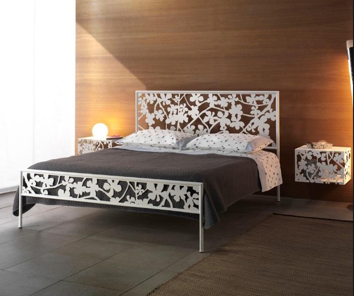Letto in ferro battuto matrimoniale con giroletto modello - Camere con letto in ferro battuto ...